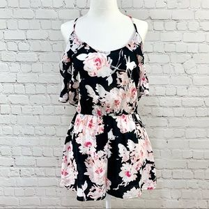 Flowy Floral Romper with Flutter Sleeve Size M